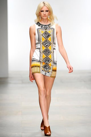images/cast/10150290994962035=COLOUR'S COMPANY job on fabric x=holly fulton Summer show 2012