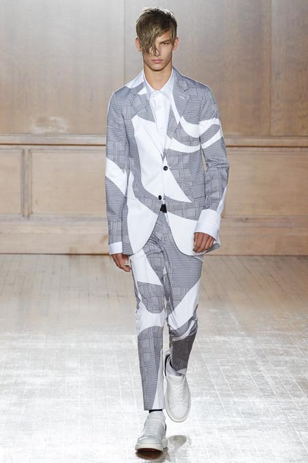 images/cast/20151000020000001=Man SS 2015 COLOUR'S COMPANY fabrics x=Alexander McQueen