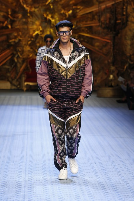 images/cast/20191000020000040=Man SS 2019 COLOUR'S COMPANY fabrics x=Dolce & Gabbana